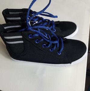 NWT Kids Shoes Boys High top sneakers -sz 2
